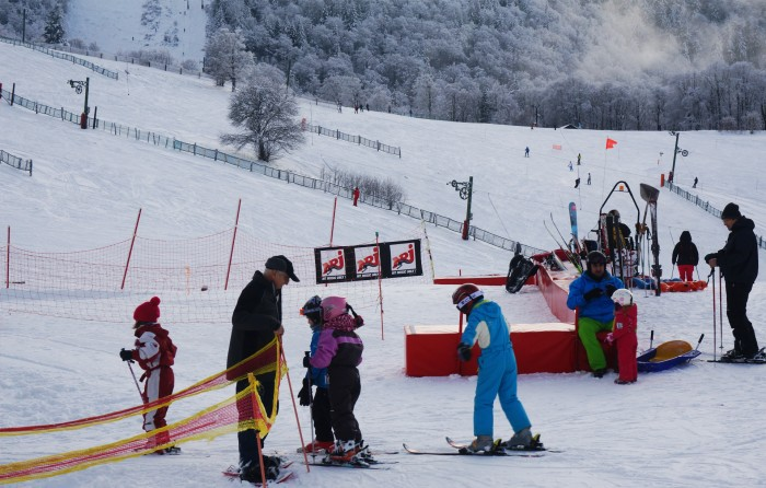Station de ski rouge gazon